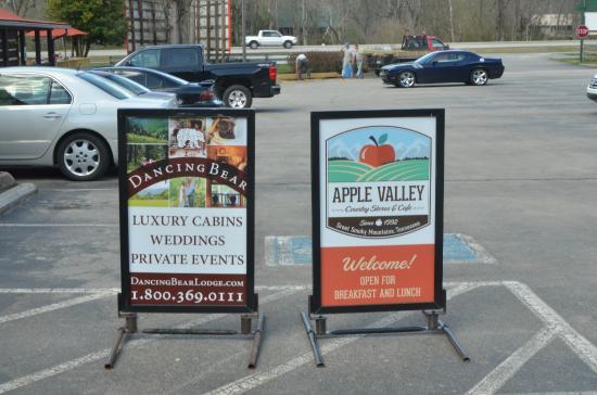 Dancing Bear Lodge: Stop by Apple Valley next door.