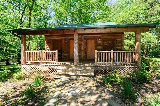 Dancing Bear Lodge: Some spaces can accommodate couples who are traveling together but value their privacy.