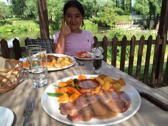 Roydon, UK: Happy girl :)