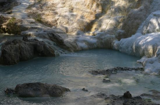 vasca - Picture of Fosso Bianco - Bagni San Filippo, Bagni di San ...