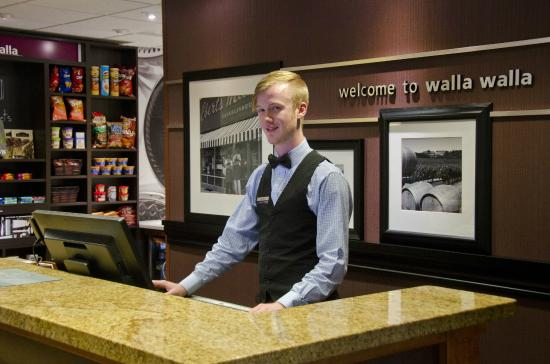 Hampton Inn & Suites Walla Walla: Front Desk