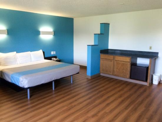Motel 6 Rothschild: Guest Room