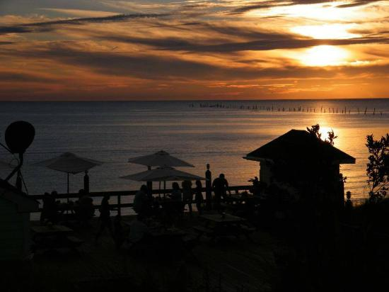 Eastern Shore of Virginia, فيرجينيا: Watch the sunset from a waterside restaurant like the Sunset Grille in Kiptopeke.