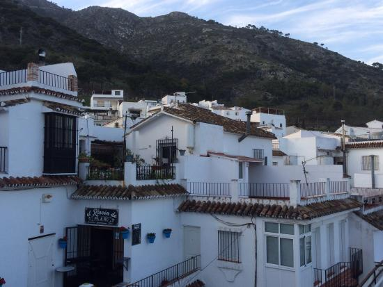 El Capricho : Looking back up towards the village houses.