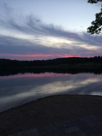 Flen, Szwecja: Kvällspromenad vid sjön
