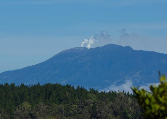 Hacienda Moravia de Chirripo: Vista al volcán Turrialba desde cualquier lugar de la Hacienda