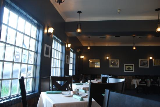 Crown Point Restaurant: the dining room