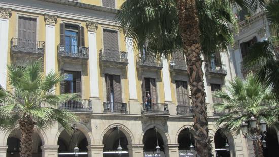 Kamer boven de ingang van het hotel picture of roma - Hotel reial barcelona ...