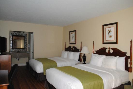 Merry Acres Inn: Standard Room 2 Queen Beds