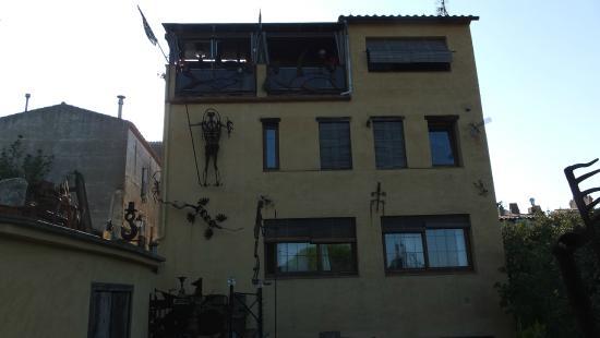 Can Nasi: стена ресторана со стороны входа