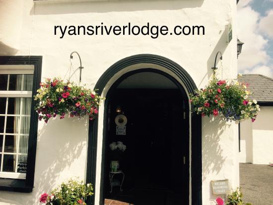 Ryan's River Lodge : Nice flowers @ RiverLodge