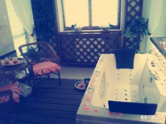 Limba Apart House: Jacuzzi - pokój kąpielowy.