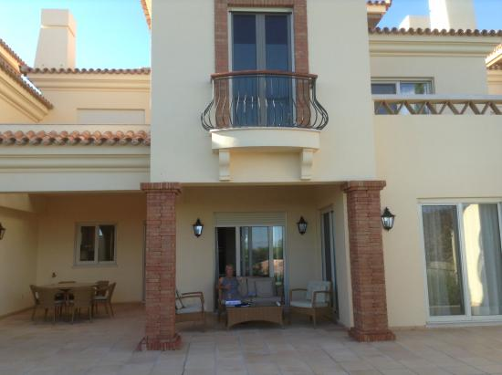 Monte Rei Golf & Country Club: Back of villa with terrace