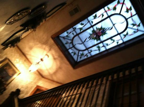 Ages Past Country House Bed & Breakfast : Stained glass window in ceiling of 2nd floor/floor of 3rd floor