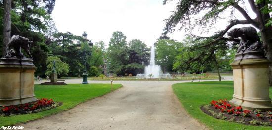Bassin et canard - Photo de Jardin du Grand Rond, Toulouse ...