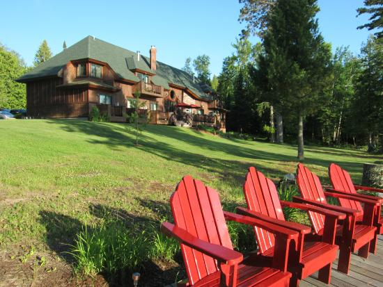Siskiwit Bay Lodge Bed and Breakfast: Lodge grounds