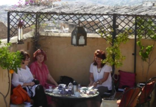 Dar El Hana: Breakfast on the roof.