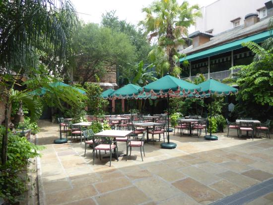 Brennanu0027s Restaurant: Courtyard Dining Area
