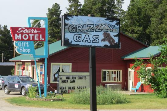 Sears Motel and Campground : The Sears Motel, Grizzly Gas and Gift Shop!  A Budget Gem in East Glacier