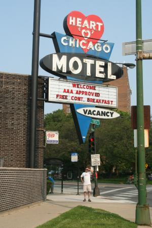 I love this sign picture of heart o 39 chicago motel for Motels in chicago