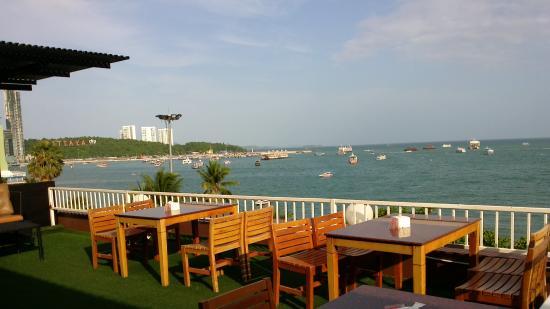 Baywalk Residence Pattaya: Breakfast buffet view.
