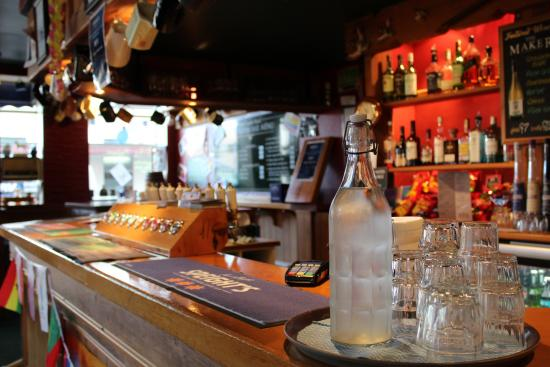 The Law Courts Hotel: cosy bar area come and mingle with the locals