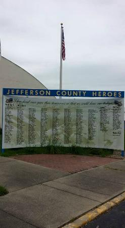 Mount Vernon, IL: Memorial wall