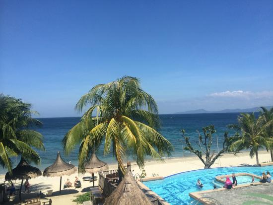 Tamaraw Beach Resort Infinity Pool And The