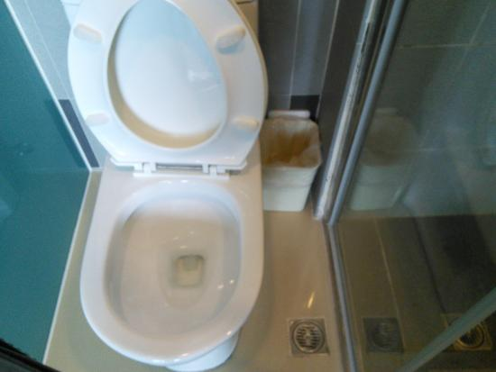 Miracolo View Hotel : Clean toilet
