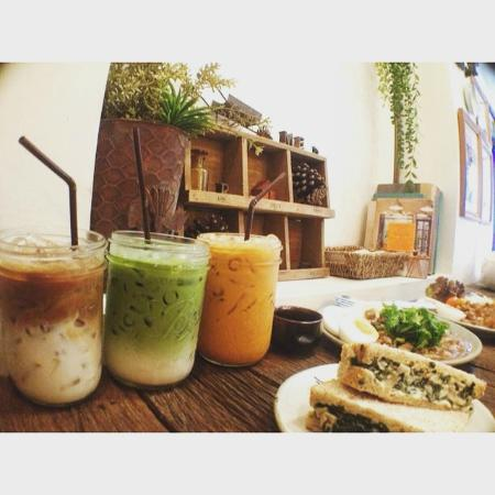 Food & Coffee - Picture of Farm to Table Organic Cafe