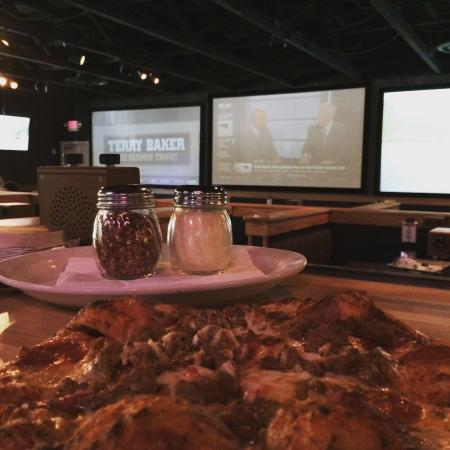 Gresham, Oregón: Pizza, big screen tvs and great beers on draft!
