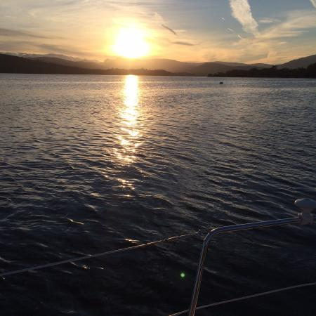 Bowness-on-Windermere, UK: Sun setting over Lake Windermere
