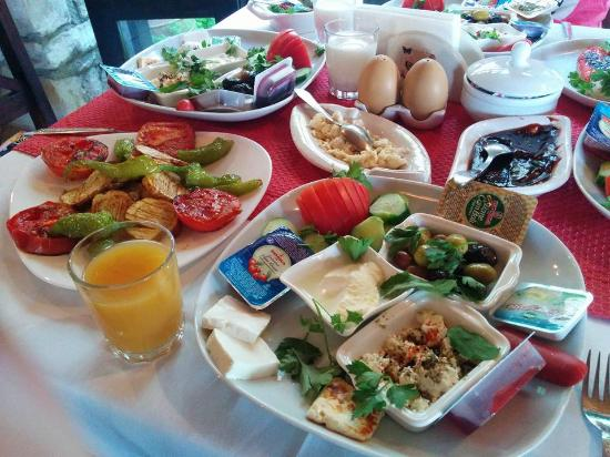 Ephesus Suites Hotel: 豐盛的早餐