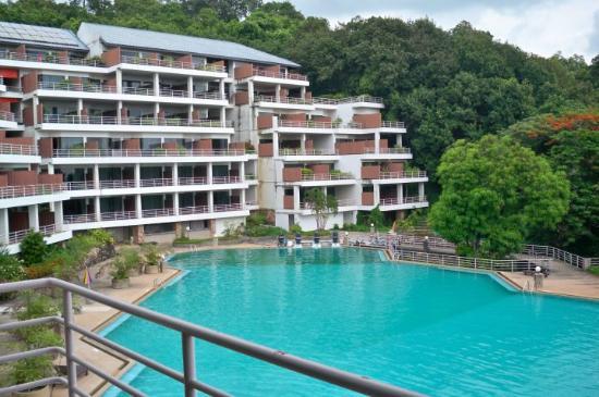Hinsuay Namsai Resort Hotel: มองออกไปจากห้องจะเห็นสระว่ายน้ำ สวยดีค่ะ