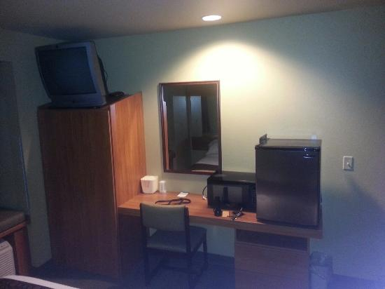 Motel 6 Bartlesville: This was absolutely the cleanest hotel room I have ever stayed in!!!