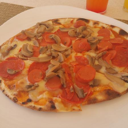 Catalonia Royal Bavaro: Hot dog pizza.  REALLY? This is what I was served when I ordered Pepperoni and sausage.