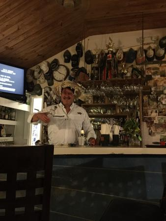 Tingum Village Hotel: Tingum's friendly bar area where the locals stop in to hello