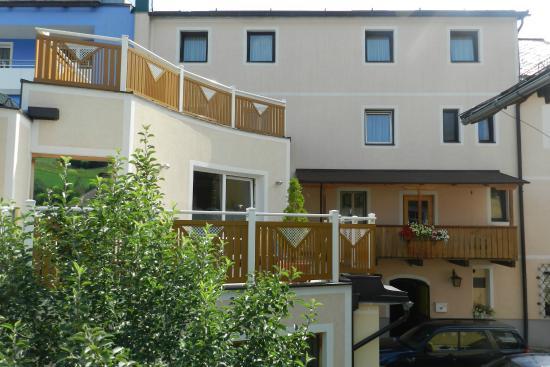 Hotel Garni Erlbacher: vom Garten