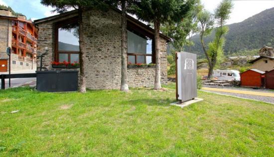 Mountain Hostel Tarter in summer