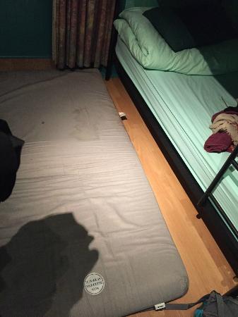 Cowgate Tourist Hostel: Das ist die Matratze...