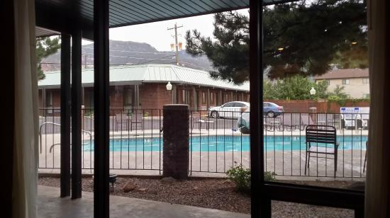 El Rey Inn & Suites: Pool Area View