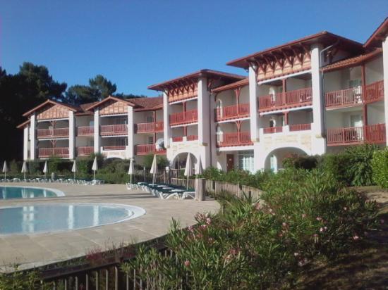 Pierre & Vacances Residence Le Domaine de Gascogne: batiment coté piscine