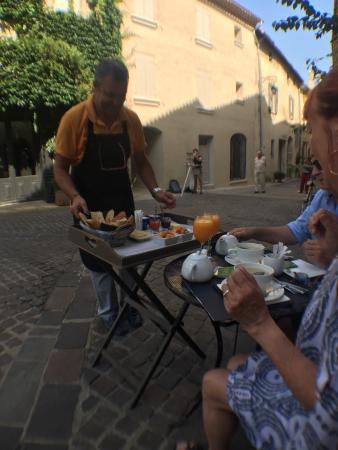 Maison de charme LA FONTAINE: Breakfast!