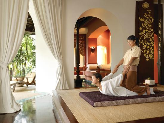 Traditional Thai Massage at the Spa - Picture of Spa at Four