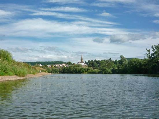 Hereford Canoe Hire: Approaching Ross on Wye