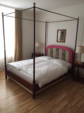 Auberge Du Raisin : Romatisches Zimmer