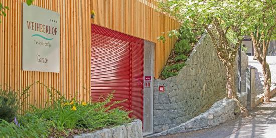 Hotel Weihrerhof: Garage