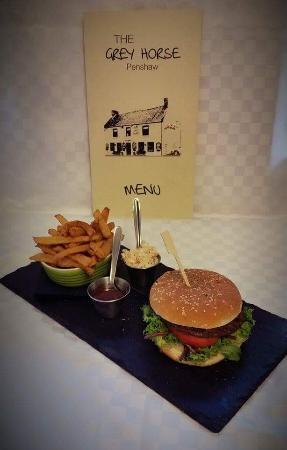 The Grey Horse Inn: 6oz burger & chips