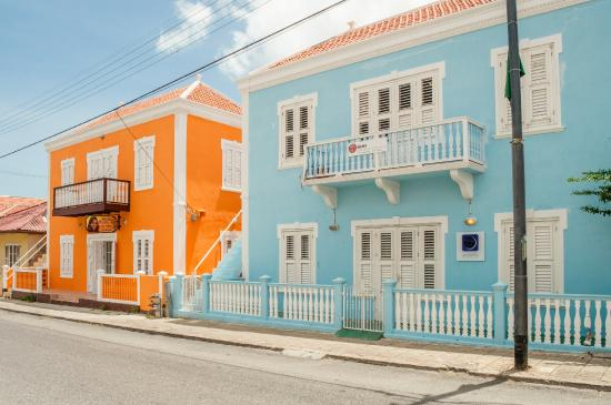 Poppy Hostel Curacao: View across the street (from Double Room)