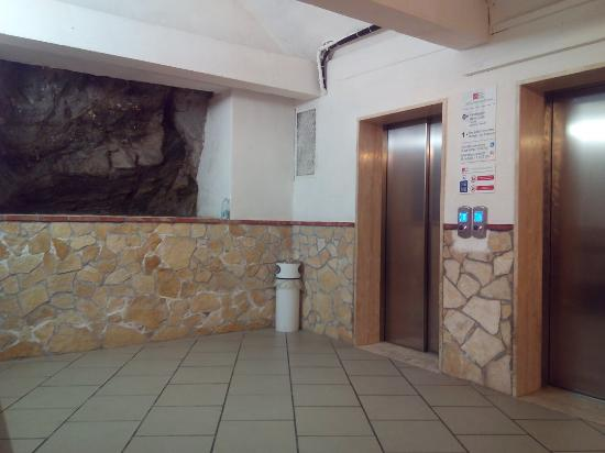 Hotel Antares, panorama e struttura